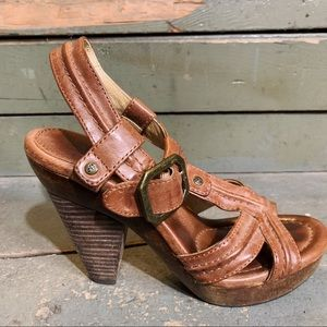 FRYE sage trapunto brown leather sandal